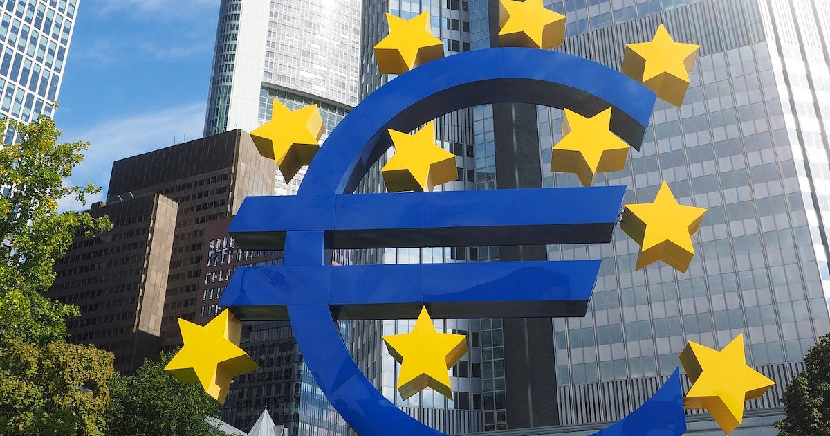 Euroskulptur vor dem Eurotower