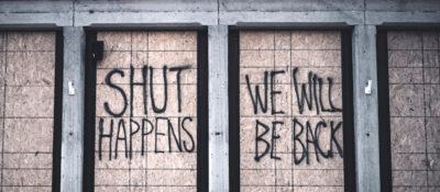 """""""Shut Happens"""" – Schriftzug"""